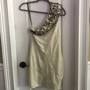 Bebe one shoulder dress size small cream color